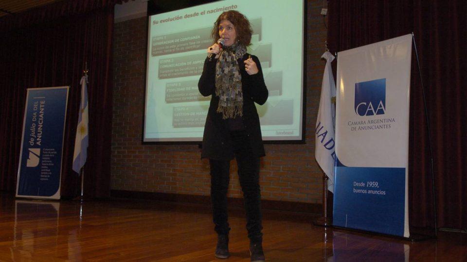 """#JornadasCAA """"CAAsos de Negocios _ Estrategias exitosas de marcas"""" 2011: Interbrand + Club La Nación + MPG + Natura Cosméticos"""