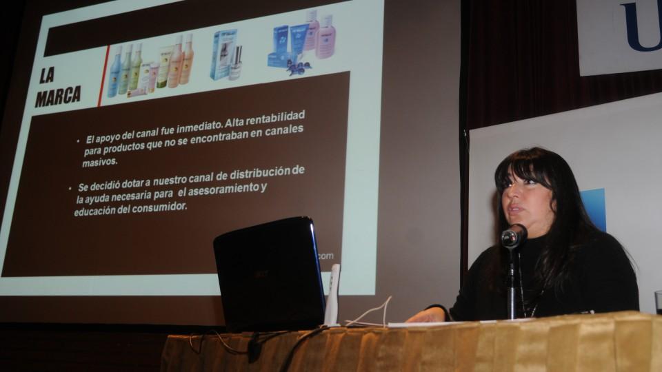 """#JornadasCAA """"CAAsos de Negocios _ Estrategias exitosas de marcas"""" 2012: Cabaña Argentina + Groupon + Biferdil + Quilmes"""