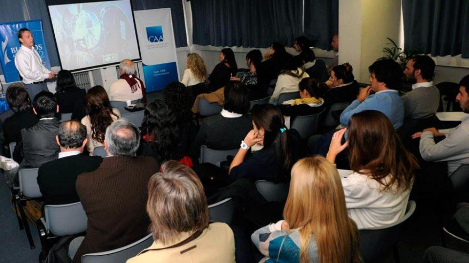 Reunión de Actualización: Re-evolucionando las marcas a través del Video Online