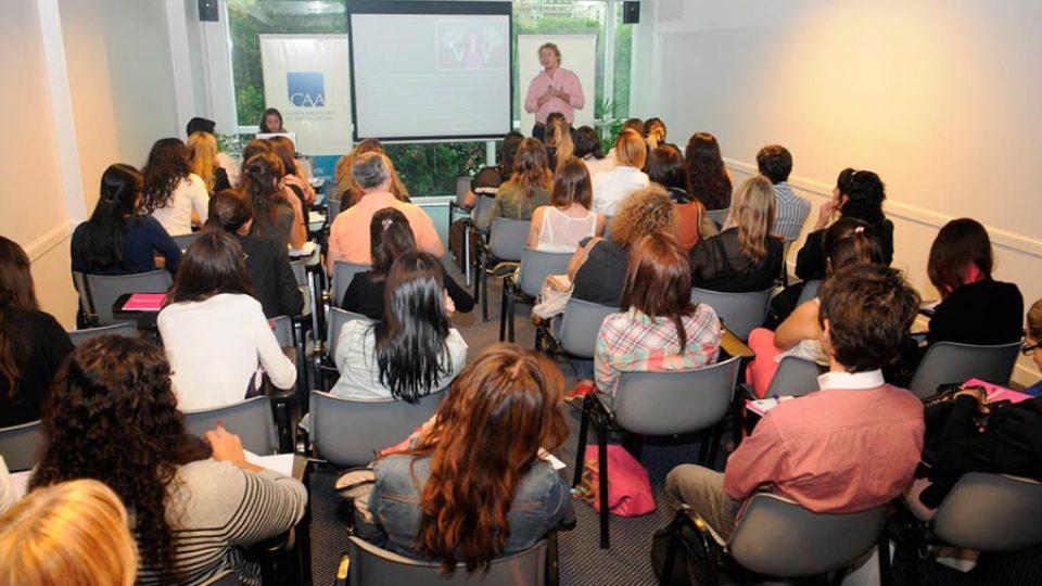 Curso gratuito #SociosCAA: Formatos que revolucionan al público femenino online